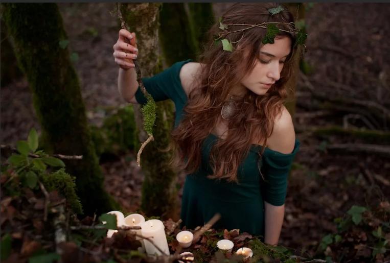 магия на травах в лесу