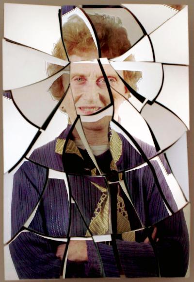 зеркало разбил мужчина