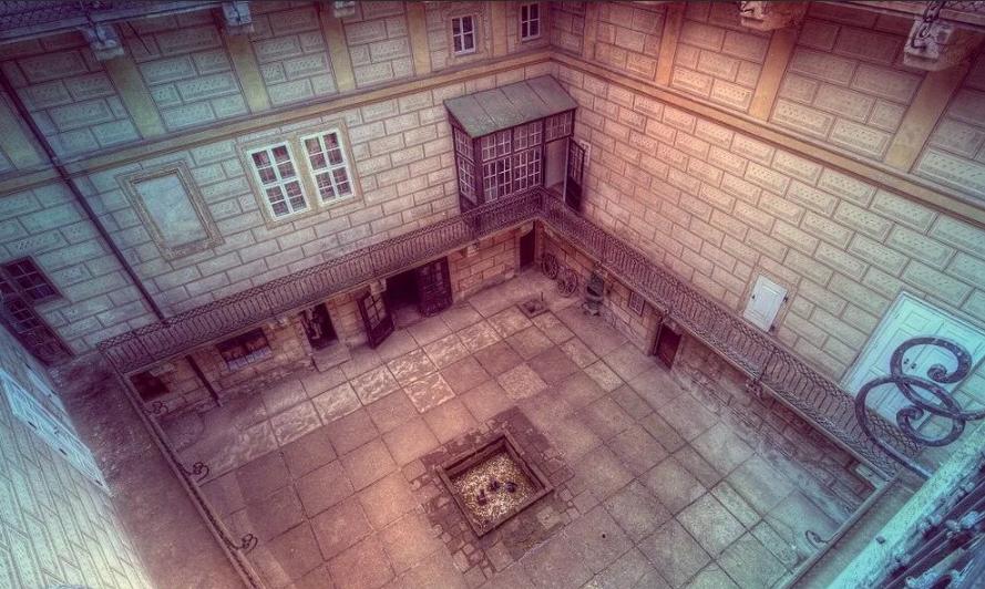 дьявольский колодец в замке Гоуска в Чехии.