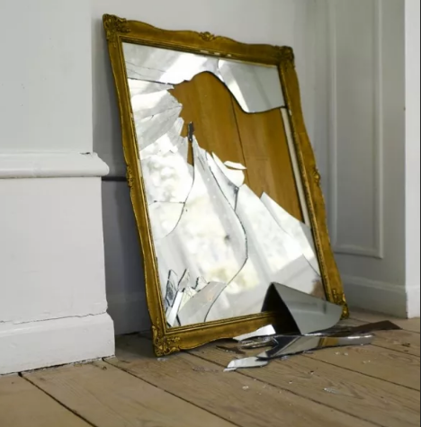 большое зеркало разбилось