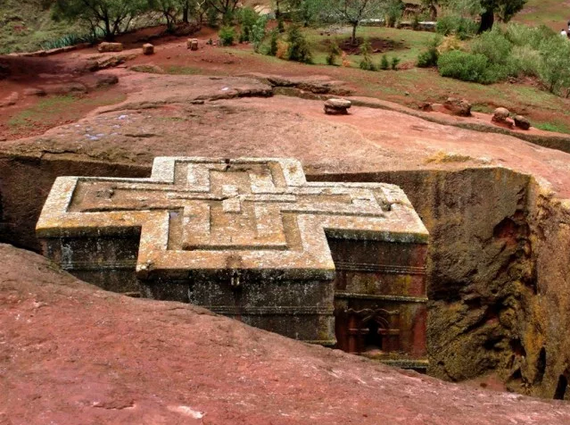 Храм в форме креста Георгия Победоносца в Эфиопии Лалибэла