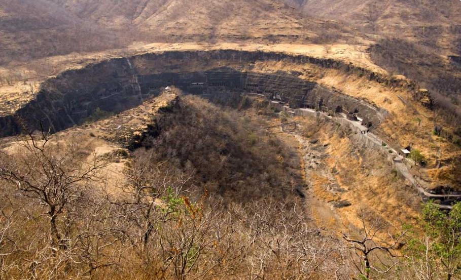 Затерянный уникаьный пещерный комплекс в Аджанта (Индия): проклятья пещер