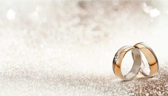 кольца на фоне
