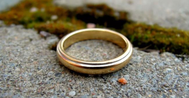 кольцо на земле