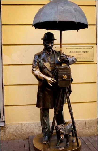 памятник фотографу в Питере