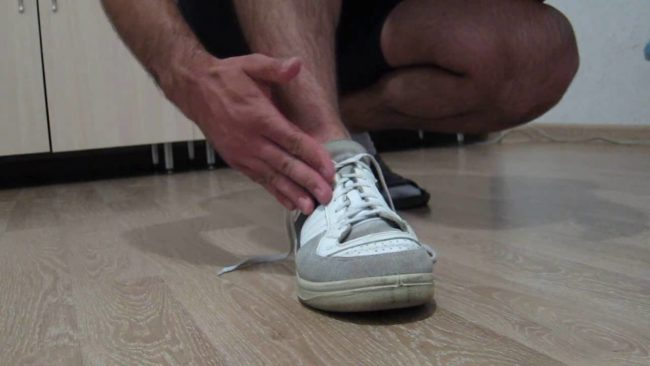 шнурок на кроссоке развязался