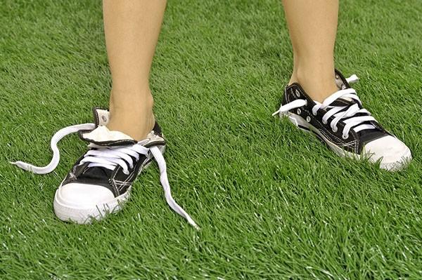 развязанные шнурки