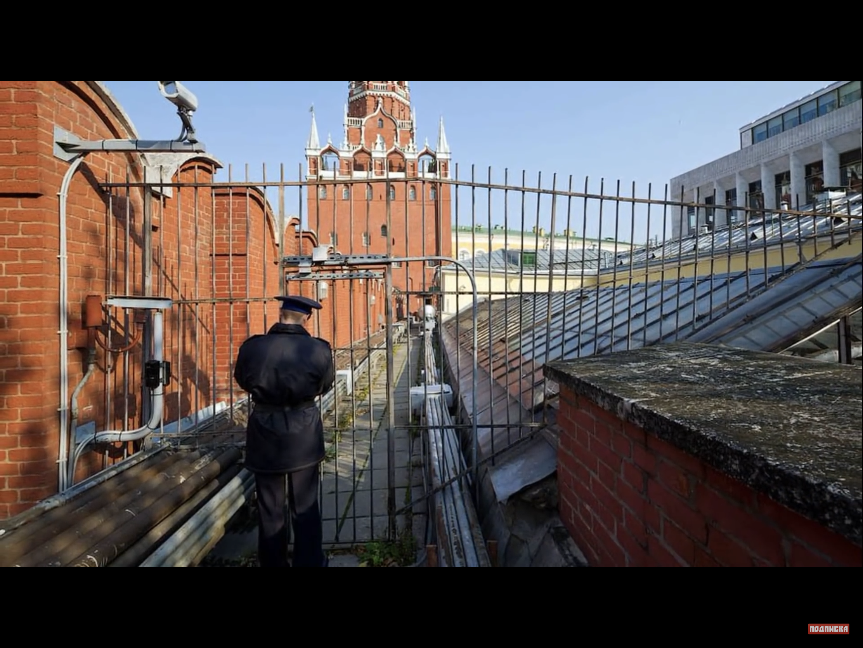 Металлические ворота на Кремлевской стене