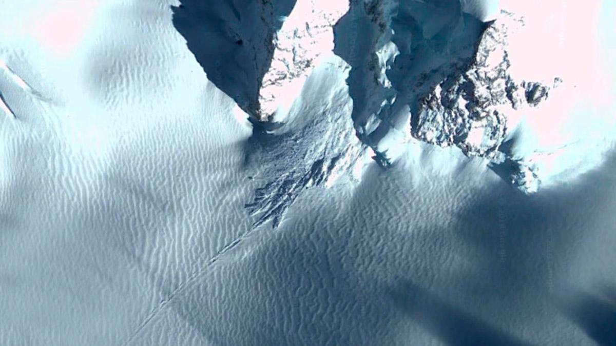 Взрыв внутри горы в Антарктиде